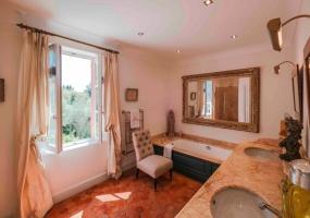 7 Bedrooms, Villa, Vacation Rental, 7 Bathrooms, Listing ID 1433, France, Europe,