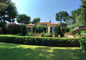 5 Bedrooms, Villa, Vacation Rental, 5 Bathrooms, Listing ID 1438, France, Europe,